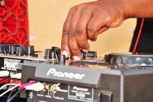 mixing-desk-pro-dj