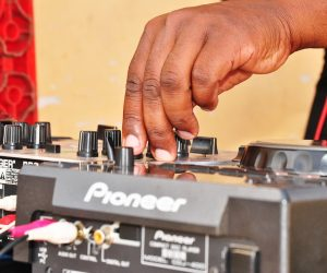 An Amateur DJ vs The Professional DJ