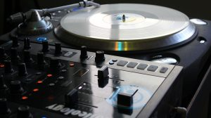 turntable-music-mixer